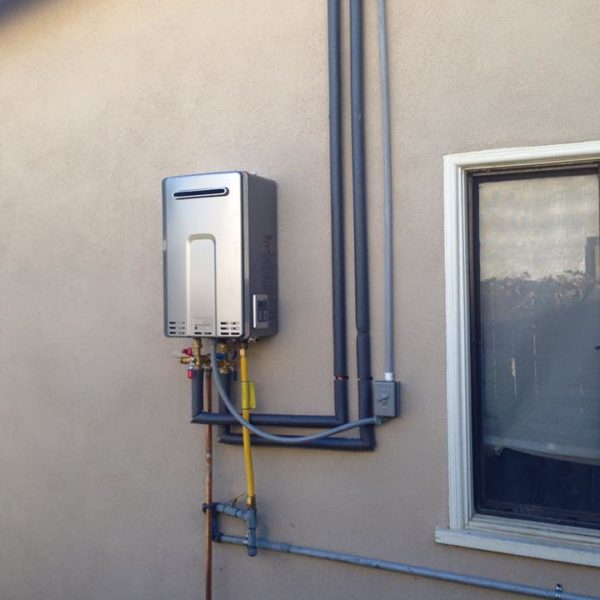 tankless-water-heater-rinnai-for-outdoors-irvine-california